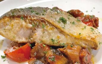 ブリのムニエル、ナスのトマト煮のソース(他1種)