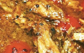イワシと台湾胡椒のトマト煮込み