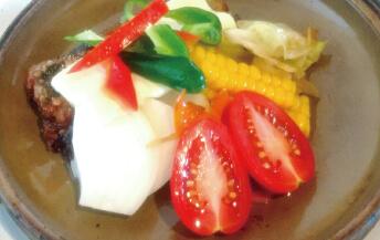 季節の野菜とイワシのオイル陶板焼き
