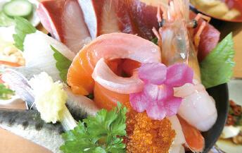 ブリを使ったぼたん海老海鮮丼